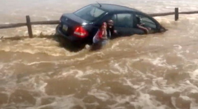 5 Good Samaritans help rescue a desperate family
